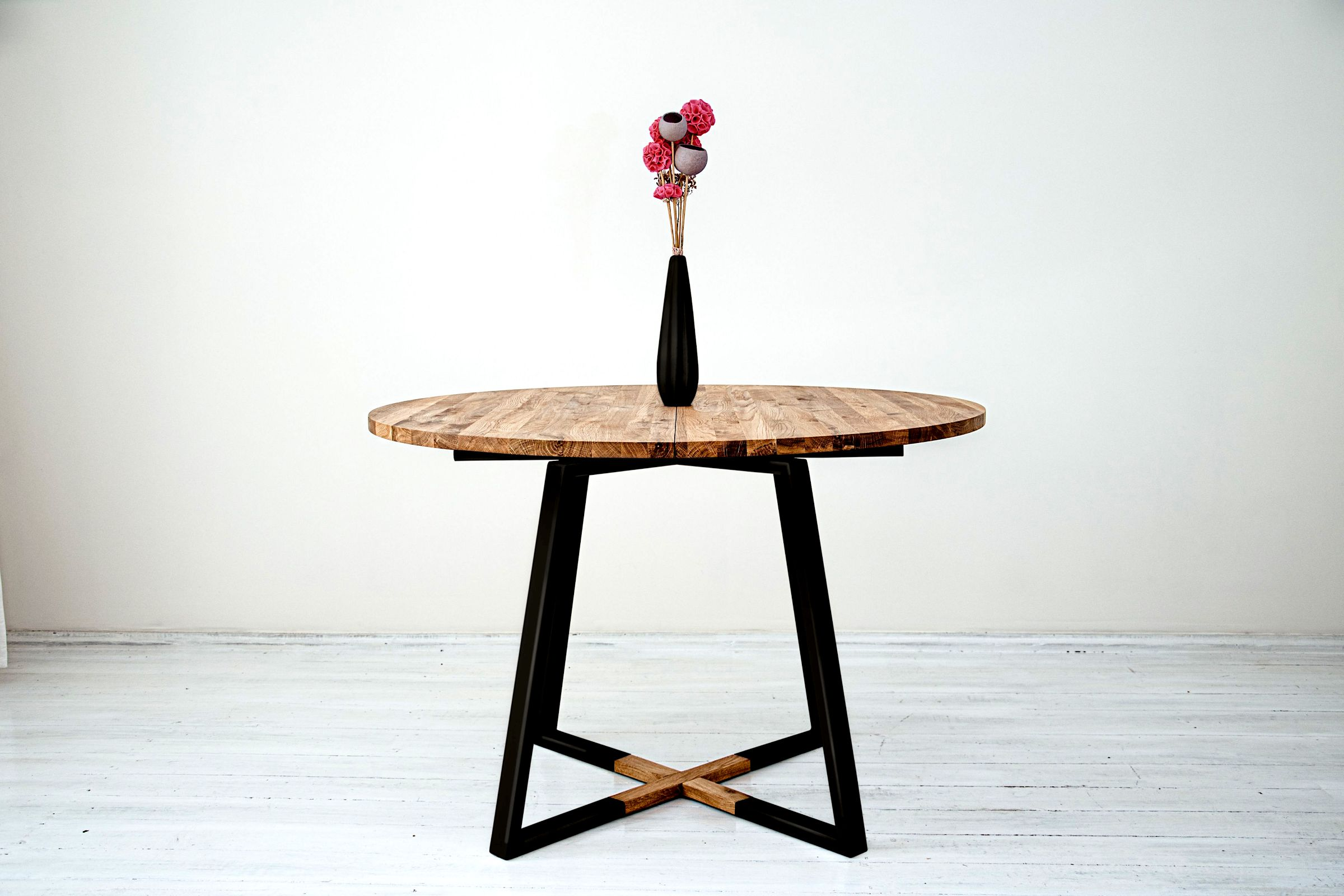 1_Måne Black Round Table