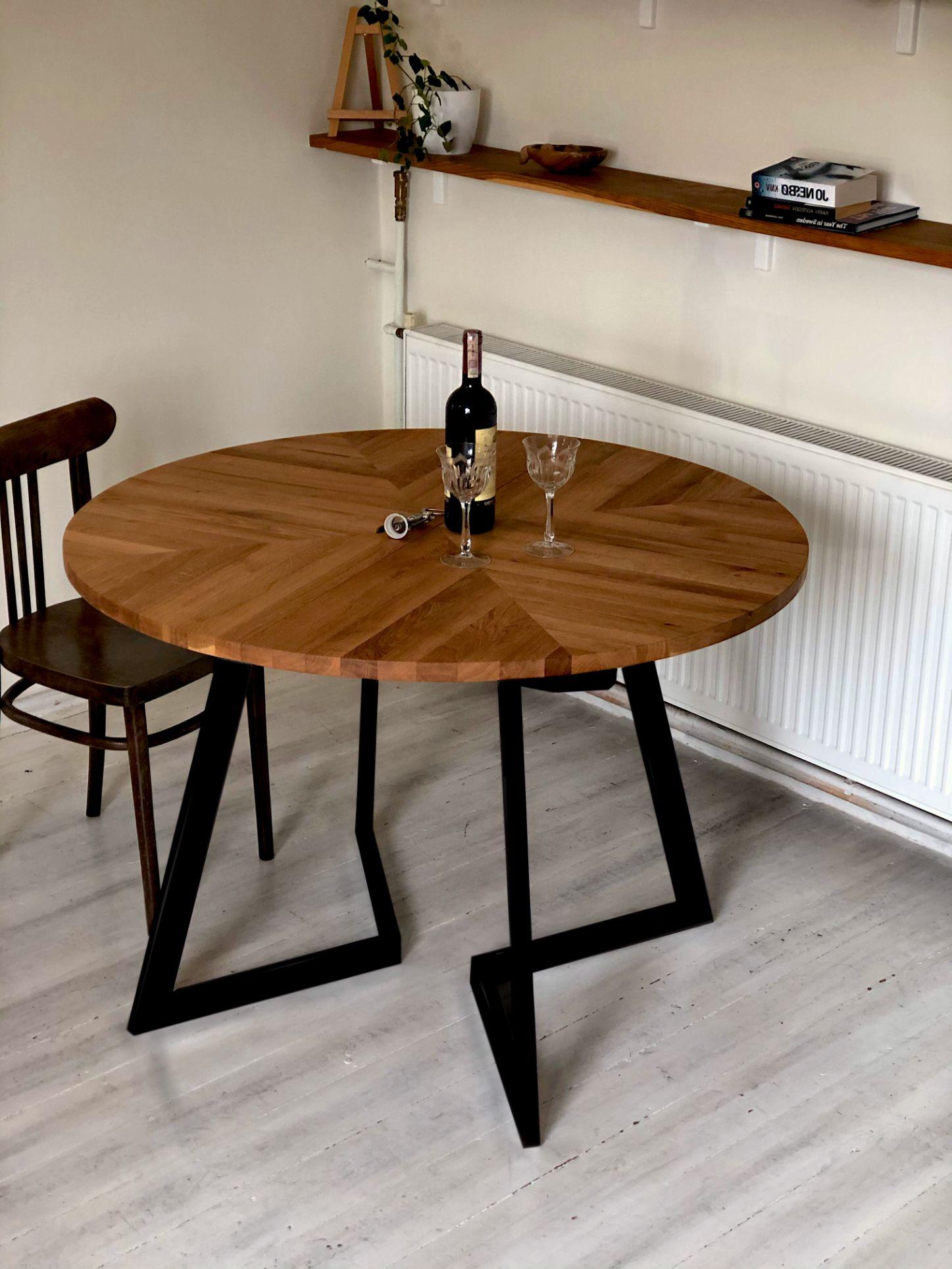 1_MAIN_-modern-round-solid-oak-extendable-table-.jpg